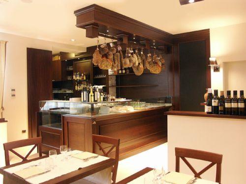 Arredamenti ristoranti su misura progettazione e for Arredamenti per ristoranti